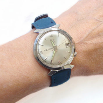Mid Century 1966 Bulova Accutron Watch Rare Oval Case, Bow Tie Lugs, Stainless Steel, Waterproof and Rare Unisex