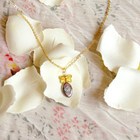 Flu, delicate butterfly necklace with a shiny colorful rhombus pearl