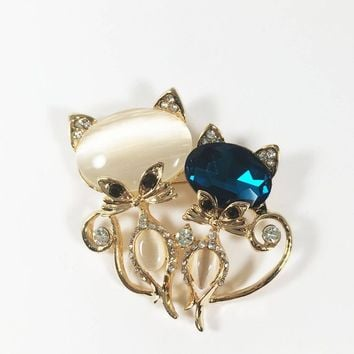 Vintage 1990s Rhinestone Two Cats Brooch, Sophisticated Cat Pin, Feline Friends, Figural Kitten Jewelry