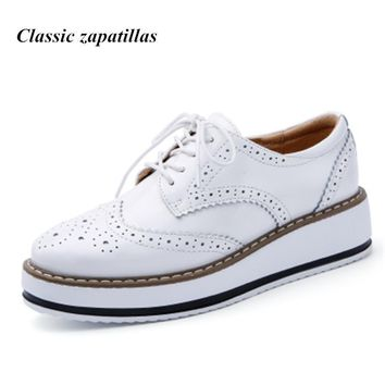 2017 Women Shoes Platform Oxfords Brogue Flat Shoes Women Patent Leather Lace Up Casua