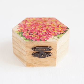 "Small hexahedral rustic style wedding box with pink hydrangea ""Pink Hydrangea"" - Natural wood, ring bearer, rustic, ecofriendly"