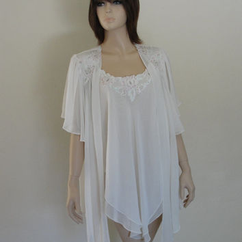 Vintage short nightgown and robe peignoir set size medium lace lingerie 80s 90s white bridal