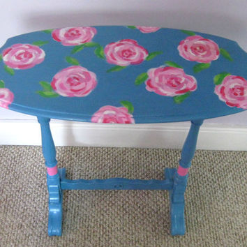 Lilly Pulitzer inspired Table with roses by Fairyhome on Etsy