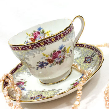 Shelley Georgian Tea Cup and Saucer, English Bone China,  Gainsborough, Flowers and Red Border, High Tea, 1940s 1960s, Vintage Tea Cup