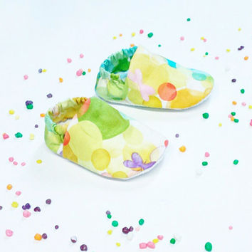 Handmade Soft Cloth Baby Moccs / Moccasins / Booties / Crib Shoes Rainbow Colored Bubbles Butterflies Circles
