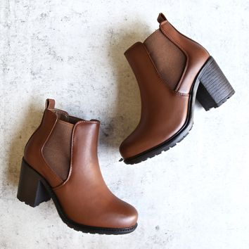 vegan leather chelsea boots - camel