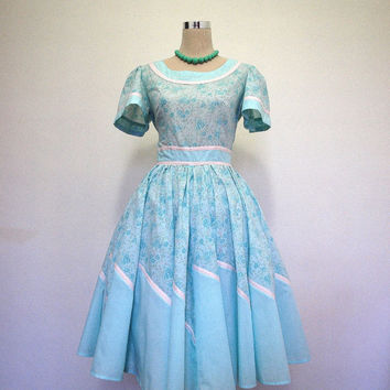 Floral full skirt dress / blue and white vintage dress with full circle skirt / square dance dress / floral summer dress.
