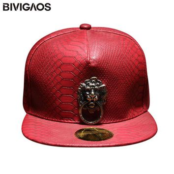 Trendy Winter Jacket New Metal Sculpture Lion Head Snapback Hats Snakeskin Leather Hip Hop Cap Men Punk Style Baseball Caps For Men Women Black Red AT_92_12