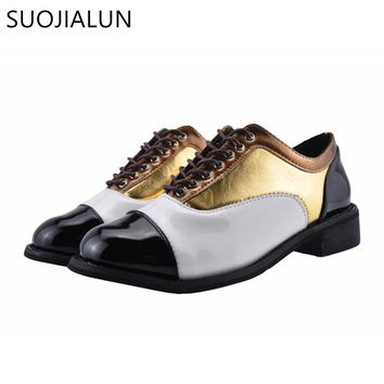 SUOJIALUN Flats British Style Oxford Shoes 2018 Women Spring Flat Heel Casual Shoes Lace Up Womens Shoes Retro Brogues