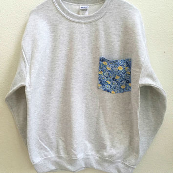 Flower pocket sweatshirt