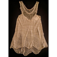 Free People top  beautiful design  - size  small -.