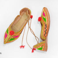 Vintage Indian Shoes • Khussa Bridal Shoes • Leather Embroidered Ballet Flats • Size 7 / 7.5 • 80s Bohemian Flats • Wedding Shoes