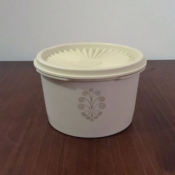 Vintage Retro 1970s Cream Servalier Tupperware Canister and Lid with Retro Motif / Retro Cream Tupperware container / 600ml Capacity