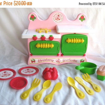Strawberry Shortcake Sweet Scents Kitchen, Kenner 1984 - near complete! Vintage toy oven stove, 1980s toys, play dishes, pretend, food
