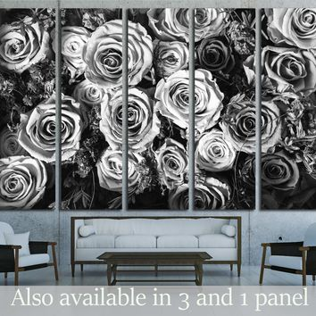Black and white background of flowers roses №2840