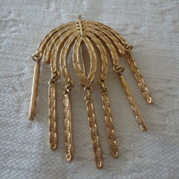 Sarah Coventry Textured Signed Gold Tone Vintage Dangle Ladies Brooch Pin
