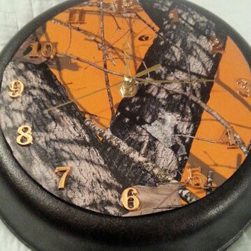 RealTree Orange Camo Round Rustic Country Authentic Lodge Cast Iron Skillet Frying Pan Clock
