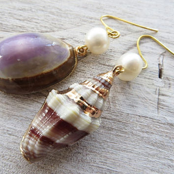 Sea shell earrings, freshwater pearl earrings, summer earrings, dangle earrings, italian jewelry, modern jewelry, beach earrings, gioielli