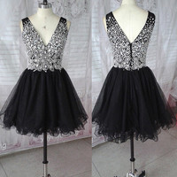 Black Tulle Sexy V-neck Fully Beaded Bodice A-line Short Homecoming Dresses Sweet 16 Party Dress