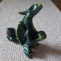 Puff The Magic Dragon Ceramic Clay  Tobacco Glass  Pipe. Great Detail & Glass  Stone. This is a MUST for Dragon Buffs !
