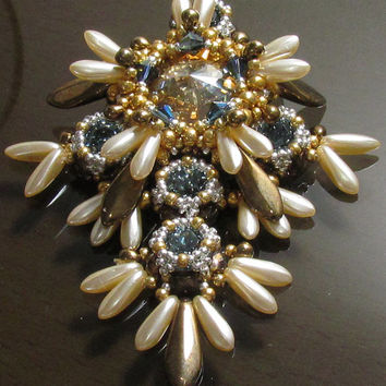 ESPADA Swarovski Rivoli and Chattons Beadwork Pendant Tutorial Advance instructions for personal use only