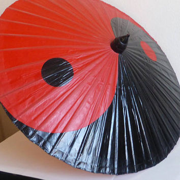Vintage Red and Black Yin and Yang Bamboo Umbrella Rockabilly VIntage Parasol Japanese Chinese Aisan Umbrella 33 Inches Round Rain Sun Gear