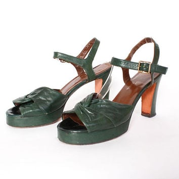 Vintage 70s Green Platforms / 1970s Forest Green Open Toe Strappy Leather Platform Heels 10
