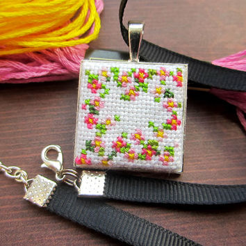 Flower Cross Stitch Necklace, Flower Necklace, Handmade Necklace, Cute Necklace, Cute Pendant, Pink Necklace, Gift for Her, Floral Print