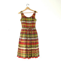 vintage 1950s dress. plaid day dress. pleated full skirt dress. sleeveless dress.