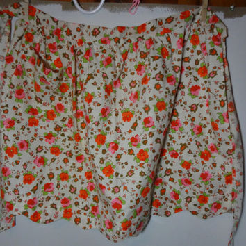 Vintage Retro Multi Colored Floral Half Apron with Scalloped Bottom and Front Pocket