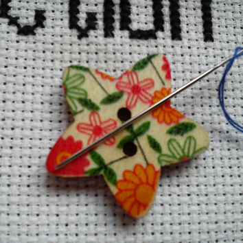 Orange sunflower/Daisy pattern Star shaped button magnetic needle minder (needle nanny, needle keeper)