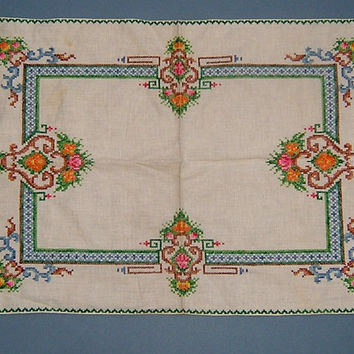 Vintage 1930s Art Deco Small Table Cloth Mat with Hand Embroidery Cross Stitch