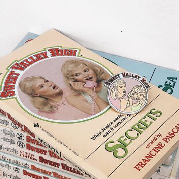 Sweet Valley High Vintage 1980's Book + Pin Set