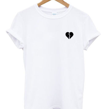 Broken Heart Pocket Women's Casual T-Shirt