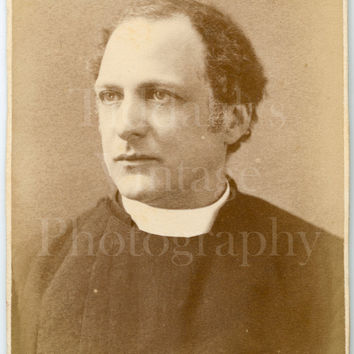 CDV Carte de Visite Photo Victorian Vicar Religious Man Portrait - Bushby & Hart of Lynn Massachusetts USA - Antique Photograph