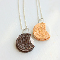 Oreo Inspired Sandwich Cookies Best Friends by bookmarksnrings