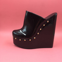 Customized Mules 20cm Heel Height Patent Leather PU Round Toe Wedge Heels Short Plush Inside Thick Platform Mules & Clogs