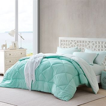 Hint of Mint/Yucca Reversible Twin XL Comforter