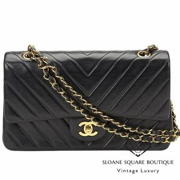 CHANEL BLACK QUILTED 2.55 CHEVRON VINTAGE MEDIUM CLASSIC DOUBLE FLAP BAG GHW