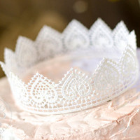 White Rustic/Wedding Lace Crown Cake Topper/Princess Party/Crown Photography Prop/White Lace/Party Decoration/Romanticwedding/Vintagewedding