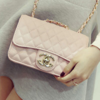 """Chanel""Exquisite Lingge chain package ladies fashion package shoulder diagonal cross package Pink"