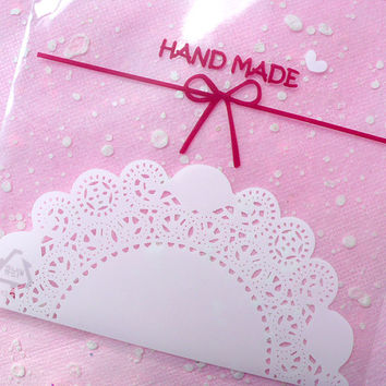 Clear Gift Bags with Kawaii Cake Doilies Pattern (20 pcs) Self Adhesive Resealable Plastic Handmade Gift Wrapping Bags (9.9cm x 11cm) GB008
