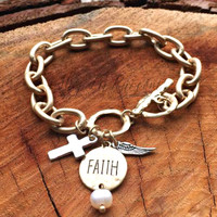 FAITH TOKEN BRACELET IN GOLD
