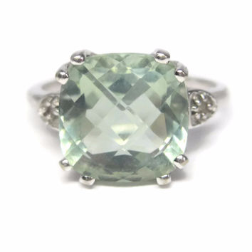 Vintage 10K White Gold Green Amethyst RIng Size 6