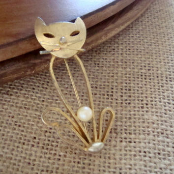 Vintage BSK Signed Cat with Pearl Goldtone Brooch Pin