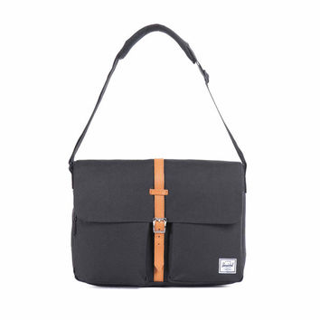 Herschel Supply Co. Columbia Messenger Bag Black