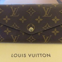 Authentic New Louis Vuitton Sarah Wallet M60531