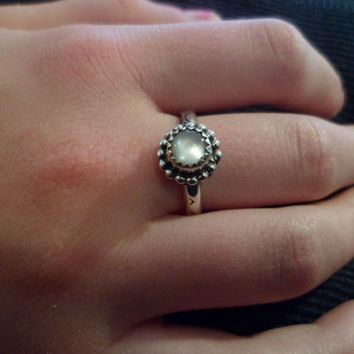 Authentic Navajo,South western,Native American,sterling silver,mother of pearl ring. Size 7 1/2