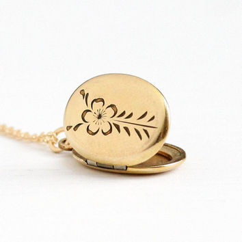 Vintage 12k Yellow Gold Filled Flower Locket Necklace - 1950s Mid Century Floral Etched Oval Pendant Picture Photograph Jewelry