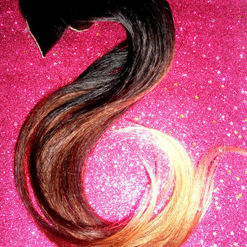 Cuticle Remy Human Hair Extensions / Brown to Blonde Ombre / Tri-Colored / 18-20 Inches Long / Clip In Set / Full Set